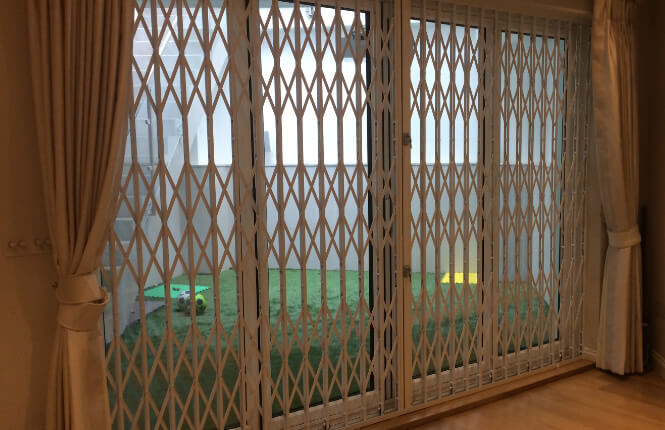 Rsg1000 retractable grilles slim security grilles for Retractable patio doors