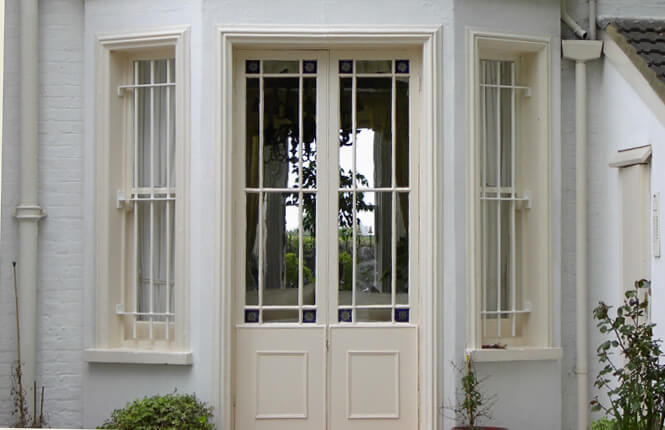 RSG2000 window bars securing front entrance of posh residential property in Islington.