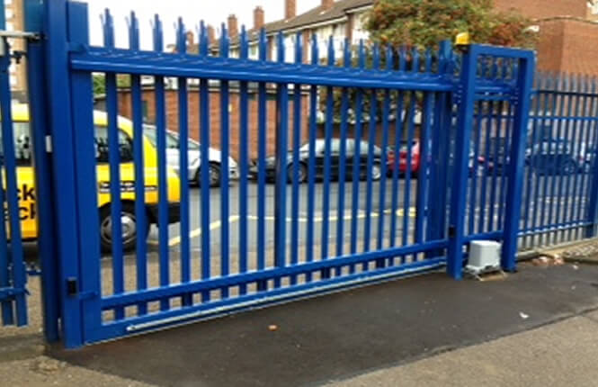 RSG3400 sliding gates on distribution centre in Morden.