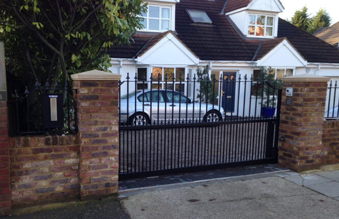 RSG3400 sliding gates on residential property in Wimbledon.