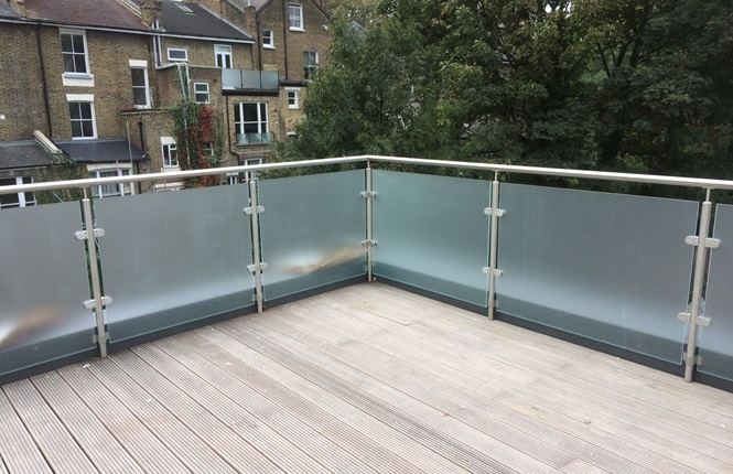 RSG4200 balustrades installed on a residential development in the city of London.