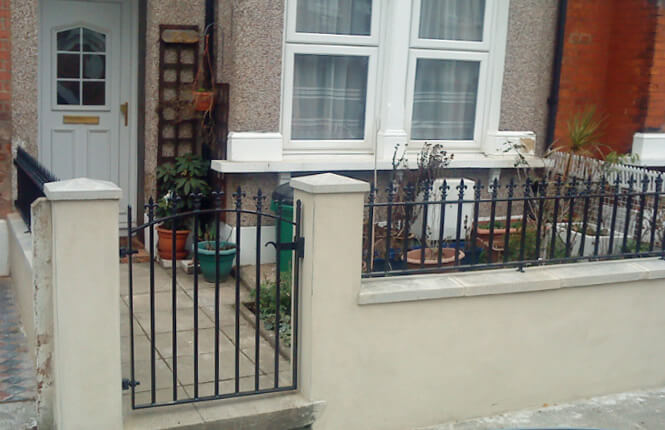 RSG4200 railings and gate on house in Richmond.
