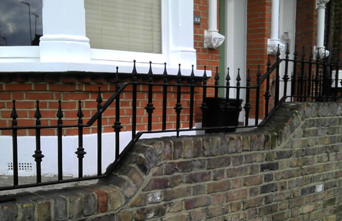 RSG4200 railings on residential property in Epsom.