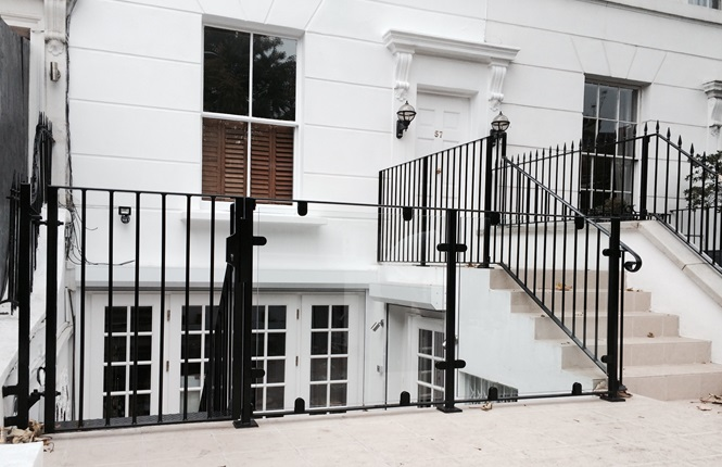 RSG4200 railings and balustrades, fitted to a residence in Kensington.